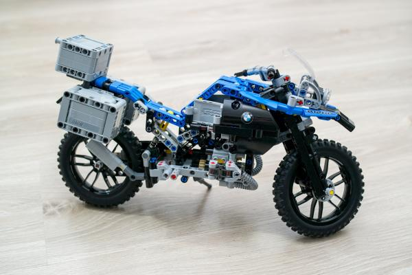 Lego Technic BMW Motorbike 42063 Review