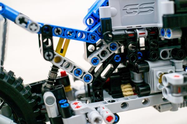 Lego Technic BMW 42063 3