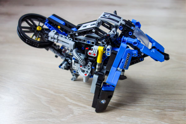 Lego Technic BMW Hovercraft 2