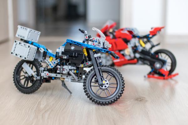 Lego Technic BMW vs Ducati Motorbike