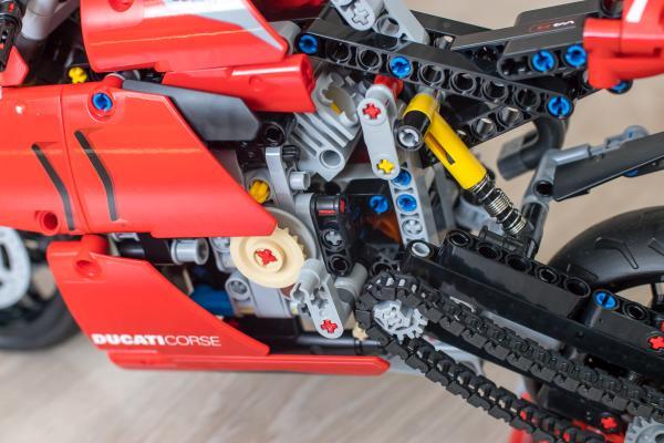 Lego Technic Ducati Engine