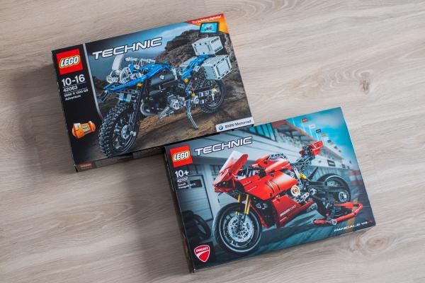 Lego Technic Ducati Panigale vs BMW Motorbike Boxes