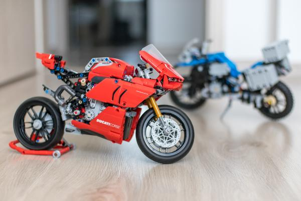 Lego Technic Ducati Panigale vs BMW R 1200 GS Motorcycle