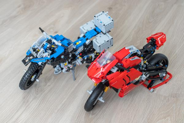 Lego Technic Ducati Panigale vs BMW R 1200 GS Motorcycle 02