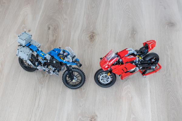 Lego Technic Ducati Panigale vs BMW R 1200 GS Motorcycle 03