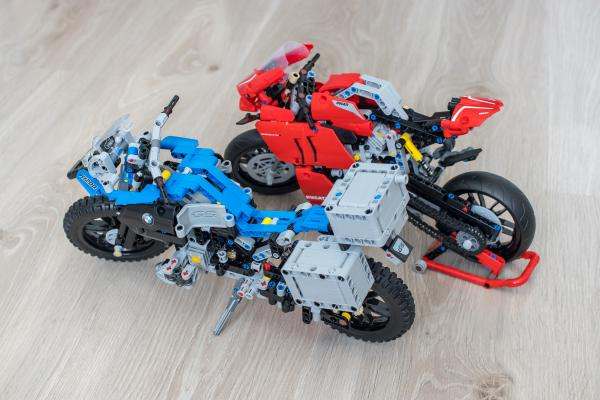 Lego Technic Ducati Panigale vs BMW R 1200 GS Motorcycle 04