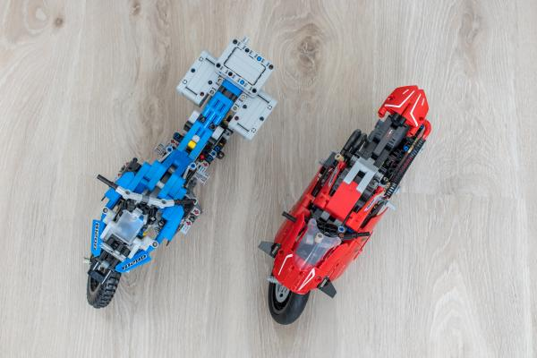 Lego Technic Ducati Panigale vs BMW R 1200 GS Motorcycle 05