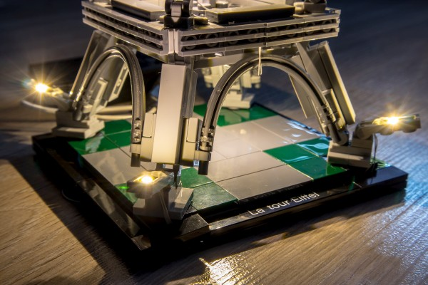 Lego Light Kit for Eiffel Tower Set – Lightailing (Review)